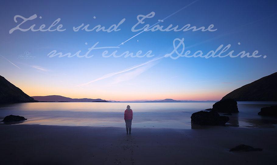 Ziele sind Träume mit einer Deadline. Irland, Strand, Sonnenaufgang, Keem Bay