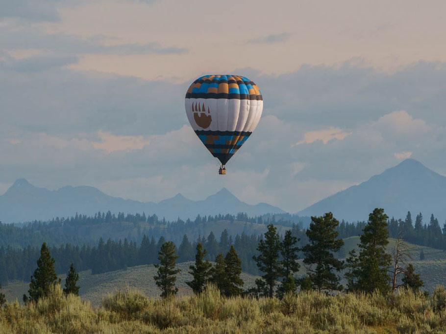 MAG Lifestyle Magazin Reisen Urlaub USA Abenteuerurlaub Unterkünfte Abenteurer The Resort at Paws Up Blackfoot Valley Montana