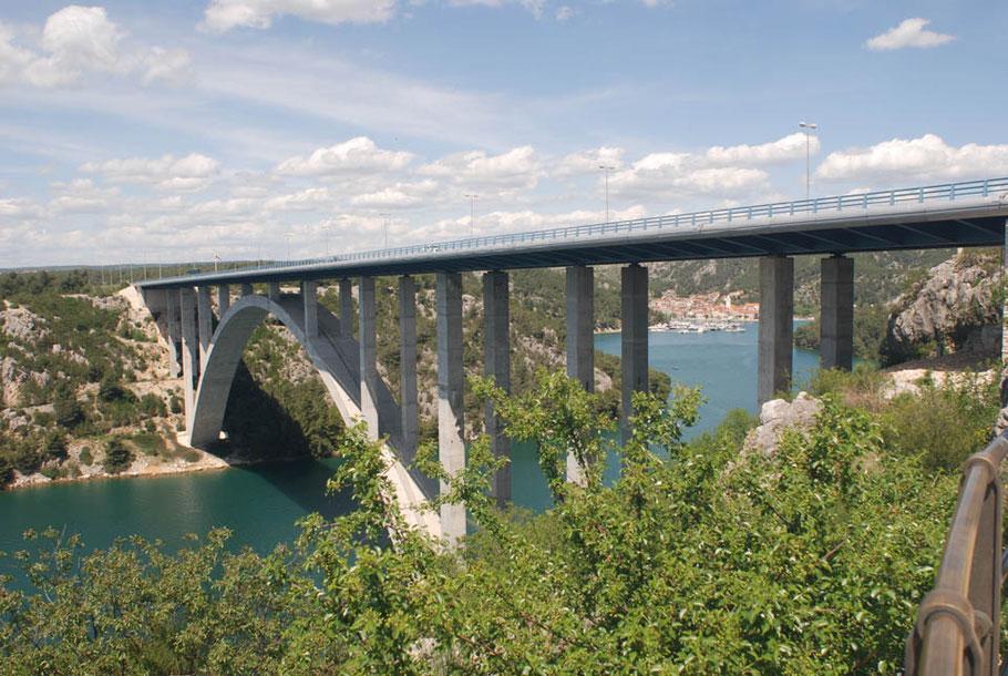 MAG Lifestyle Magazin Urlaub Reisen Kroatien Autobahnraststätte Krka Skradin schönste Autobahnraststätten traumhafter Aussicht Autoreisen Auto PKW Wohnmobil