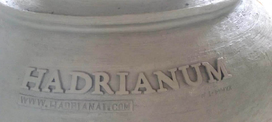 MAG Lifestyle Magazin Vinum Hadrianum Italienischer Naturwein Amphoren Orange Wein Weinspezialtäten Italien antikes Rom Weinberg Winzer Piero Pavone Atri Abruzzen