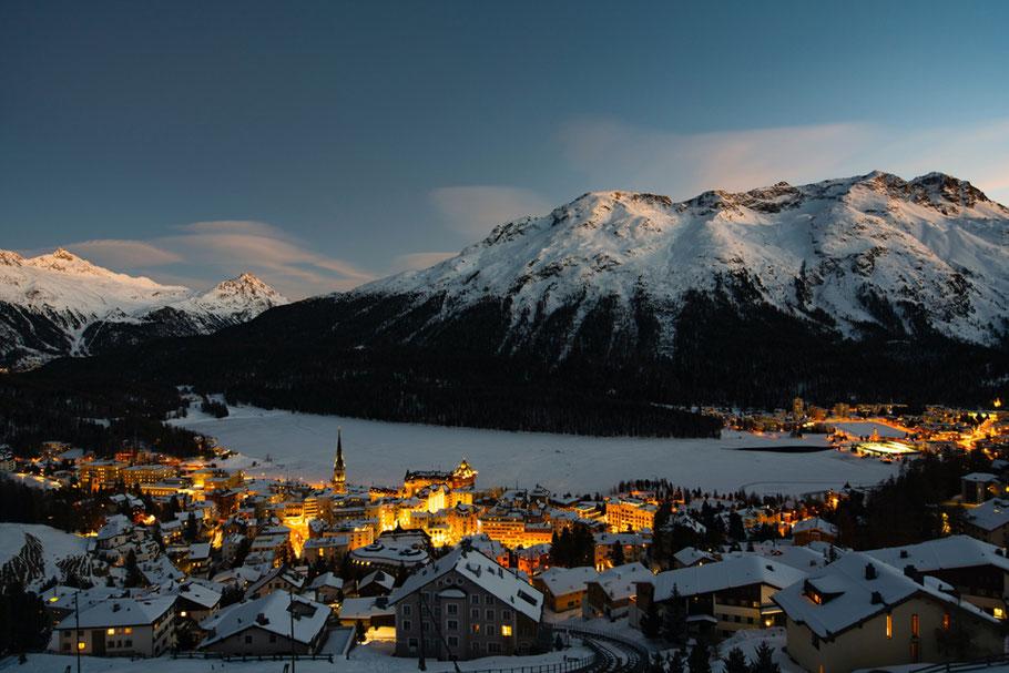 MAG Lifestyle Magazin Urlaub Reisen Schweiz St. Moritz Wintersport St. Moritzer See Winter Paradies Festtage Corona geöffnet Amusements Lake