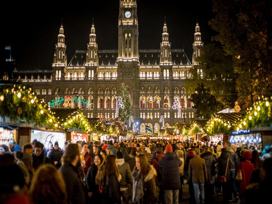 mag lifestyle magazin online reisen urlaub travel österreich Wien Weihnachtsmarkt Christkindlmarkt Advent romantik Hotspot Bussiplatz Rathaus Rathausplatz Rathauspark