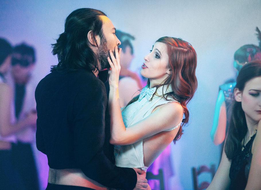 Alberto Ruano als CHIRON und Antonia Jonas als DEMETRIA in WEISS Blut und Shakespeare von Carolina Rath