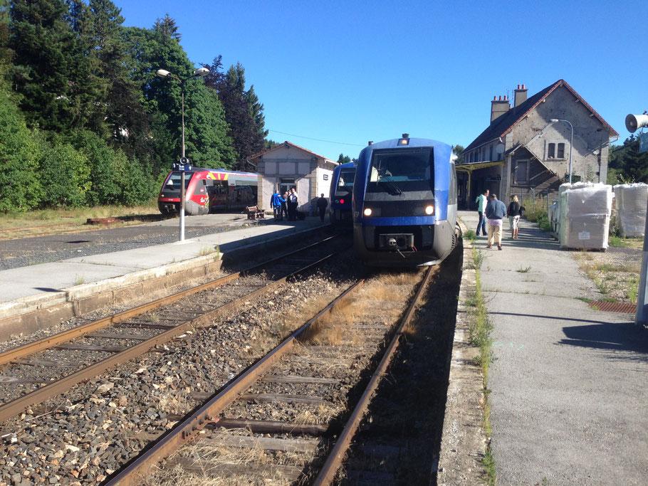 TER en direction de Mende + TER direction de Clermont + TER direction de Nimes . Les 3 TER visible tout les jours pour Juillet-Aout ou le Dimanche toute l'année .