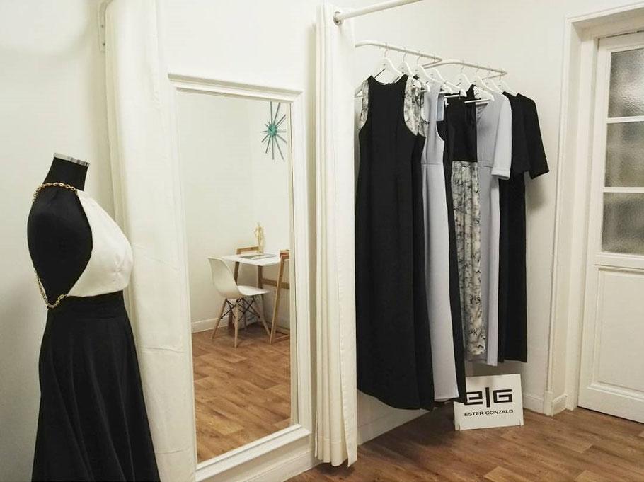Atelier de vestidos de novia e invitada para mujeres atrevidas y modernas. Diseños originales, elegantes y sencillos.