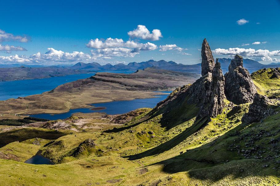 Bild: Ausblick über die Landschaft am Old Man of Storr (Schottland, Skye)