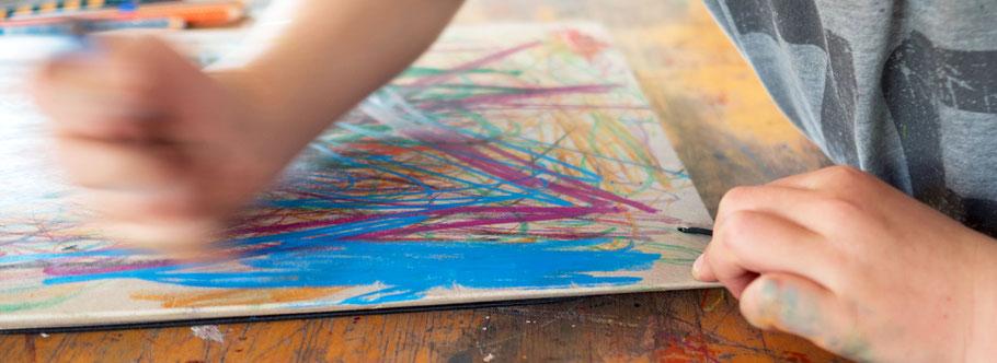 LichtwarkSchule: MalAction der Farbmaeuse aus Vorschule/Kita. Foto: Reimar Palte