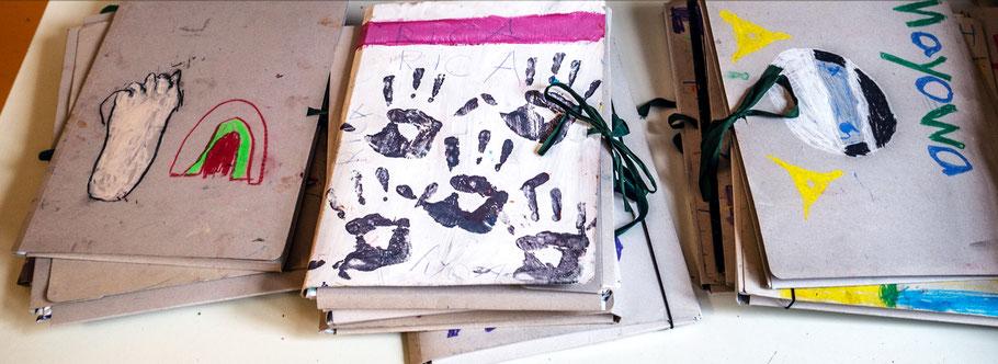 LichtwarkSchule Mappen der kleinen Künstler. Foto: R. Palte