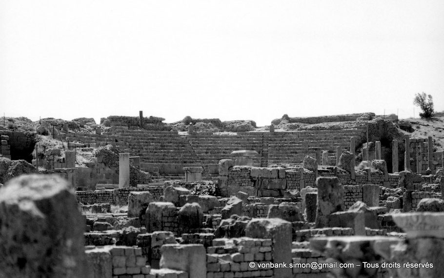 Timgad (Thamugadi) : Théâtre (Vue prise depuis la zone du Capitole) - Thamugadi