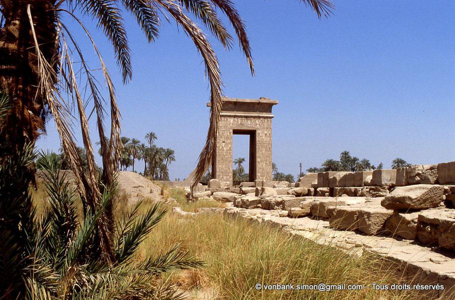 Karnak - Domaine de Montou - Porte (Nord) de Ptolémée III Évergète Ier et de Ptolémée IV Philopator
