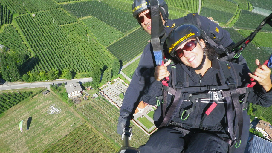 Marry me Heiratsantrag einmal anders, sag es aus der Luft mit einem Tandem Paragliding Gleitschirmflug in südtirol - preise