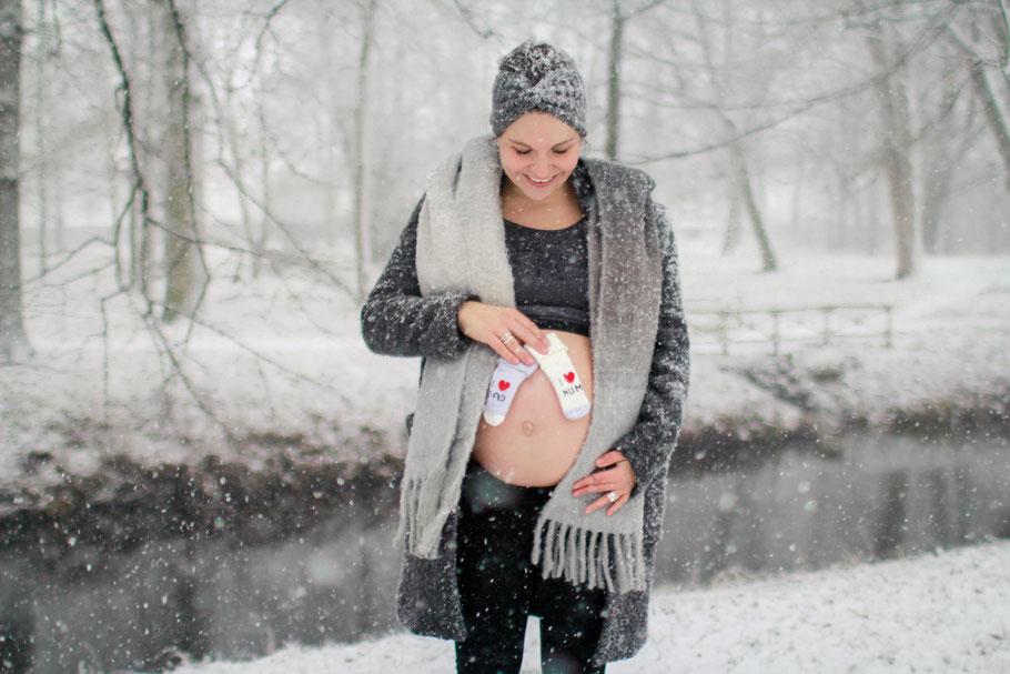 Schwangerschaft| Hendrikje Richert Fotografie| Schnee, Winterkind, Schwangerschaft im Winter