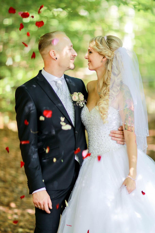 Hochzeiten| Hendrikje Richert Fotografie| outdoor, Feldberger Seenlandschaft, Blüten, Schleier