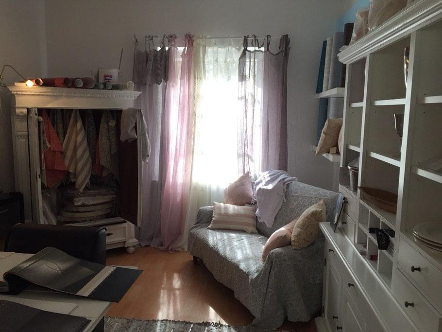 Mein zweiter Verkaufsraum mit diversen Gardinen, Vorhängen und mehr