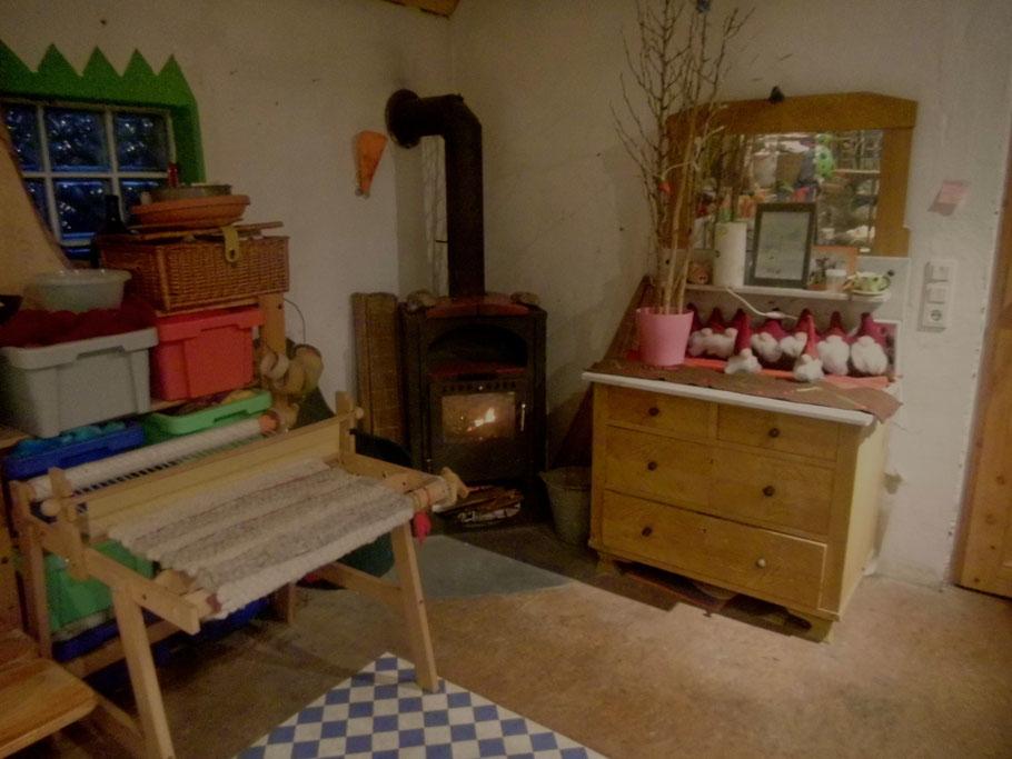 Der Kamin im Arbeitsraum, macht Kurse sogar im tiefsten Winter möglich!