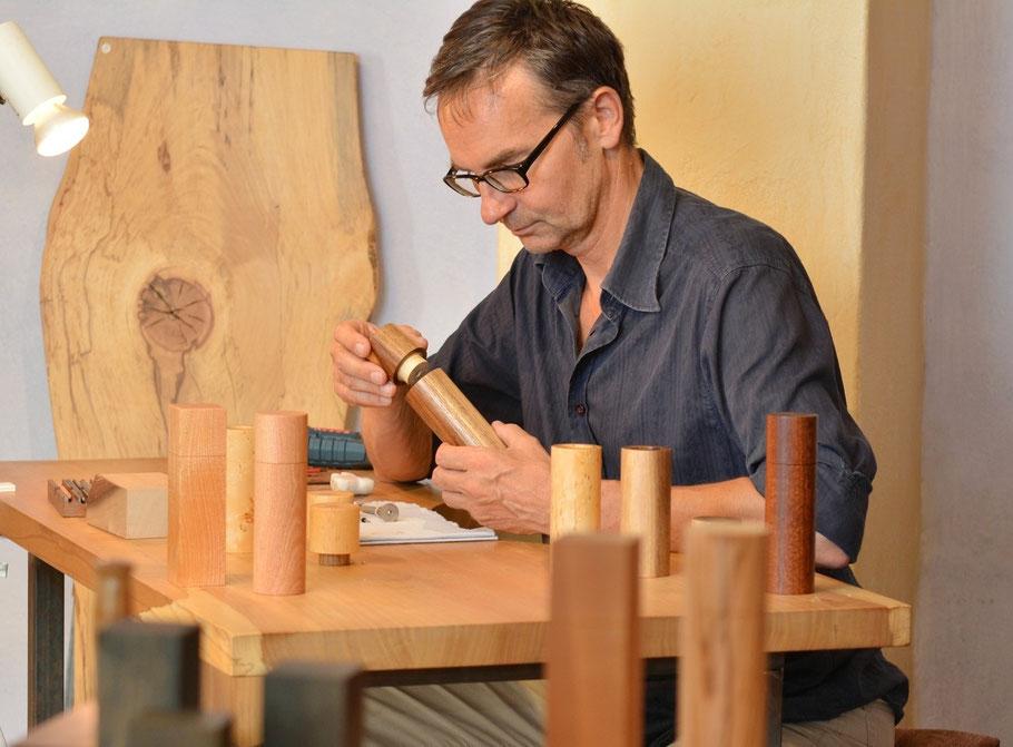 Michael Beständig - Hersteller exklusiver Pfeffermühlen und Salzstreuer sowie weiterer Objekte aus edlen Hölzern.