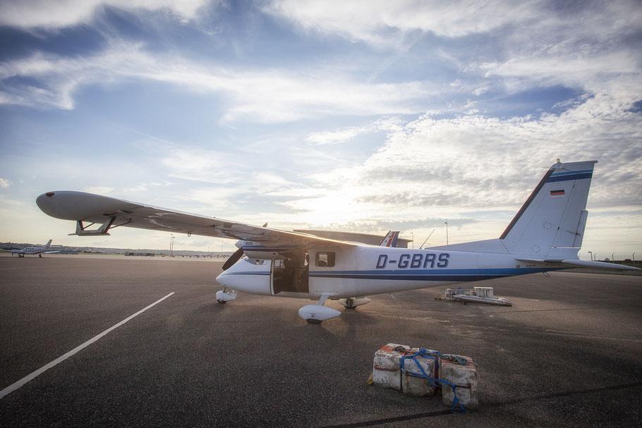 Hagelflieger am Flughafen Stuttgart mit abmontierten AgI-Generatoren