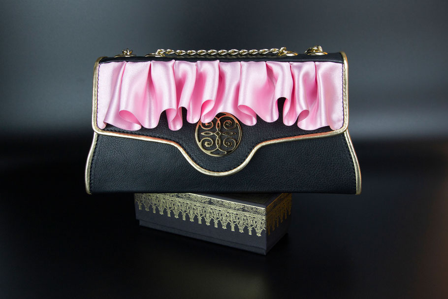 ESTHER DALLA VALLE EXCLUSIVE BAG. ROMY. LUXURY WOMEN'S BLACK POCHETTE WITH PINK SILK ROUCHE AND GOLDEN LEATHER. VERAPELLE HANDBAG. EDV BAG COLLECTION