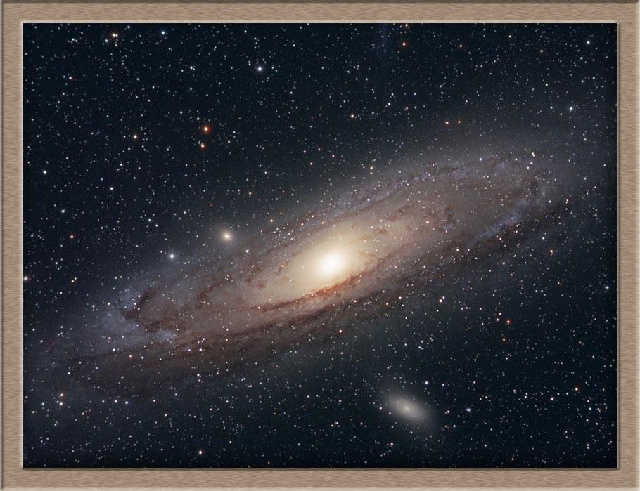 Messier 31 - Andromedagalaxie • NGC 224 • UGC 454 • PGC 2557 • CGCG 535-17 • MCG +7-2-16 • IRAS 00400+4059 • 2MASX J00424433+4116074 • GC 116 • h 50 • Bode 3 • Flamsteed 58 • Hevelius 32 • Ha 3.3 • IRC +40013