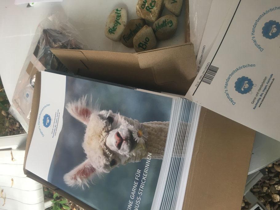 Kataloge, Prospekte und Aufkleber für die Nachhaltigkeitsmesse n.e.u. leben