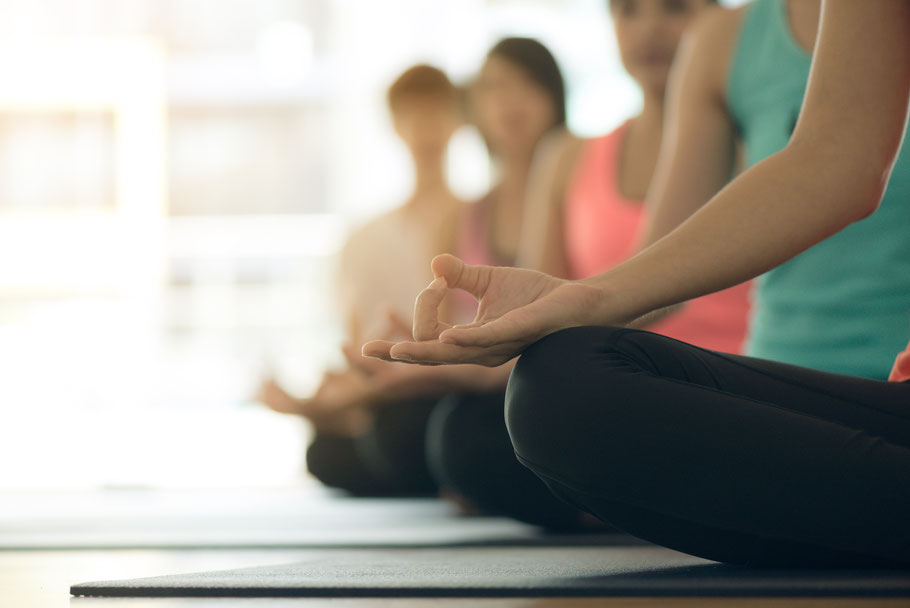 Yin Yoga, Hatha Yoga. Entspannung, Yoga, YOGA für Kinder, für Erwachsene, Kinderyoga, Yogaschule, Yogaunterricht, Erwachsenenkurs, VHS, Kleine Füße- Große Töne, Kleinkinderkurse, Hückelhoven, Erkelenz, Wegberg, Heinsberg, Wassenberg,