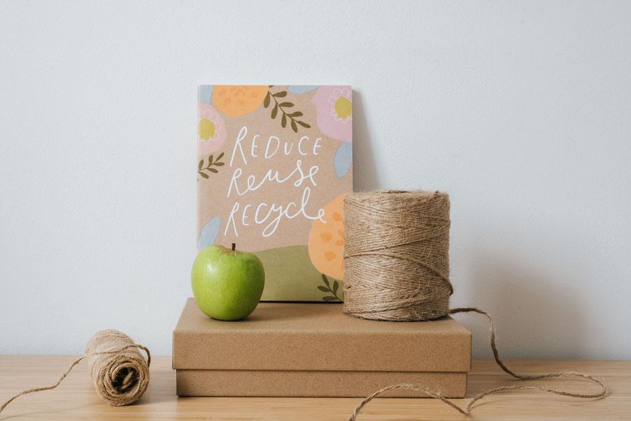 cette image représente une pomme et du fil pour symboliser le recyclage