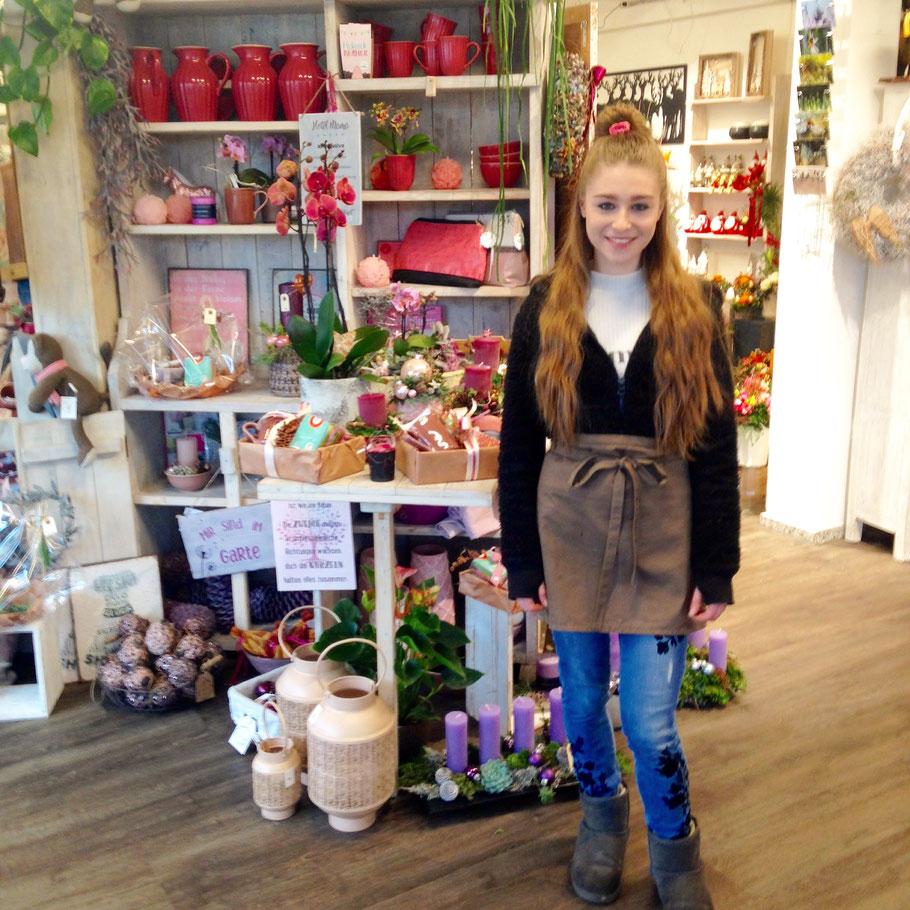 Melanie ist glücklich, in der Floristen-Lehre einen passenden Einstieg ins Berufsleben gefunden zu haben.