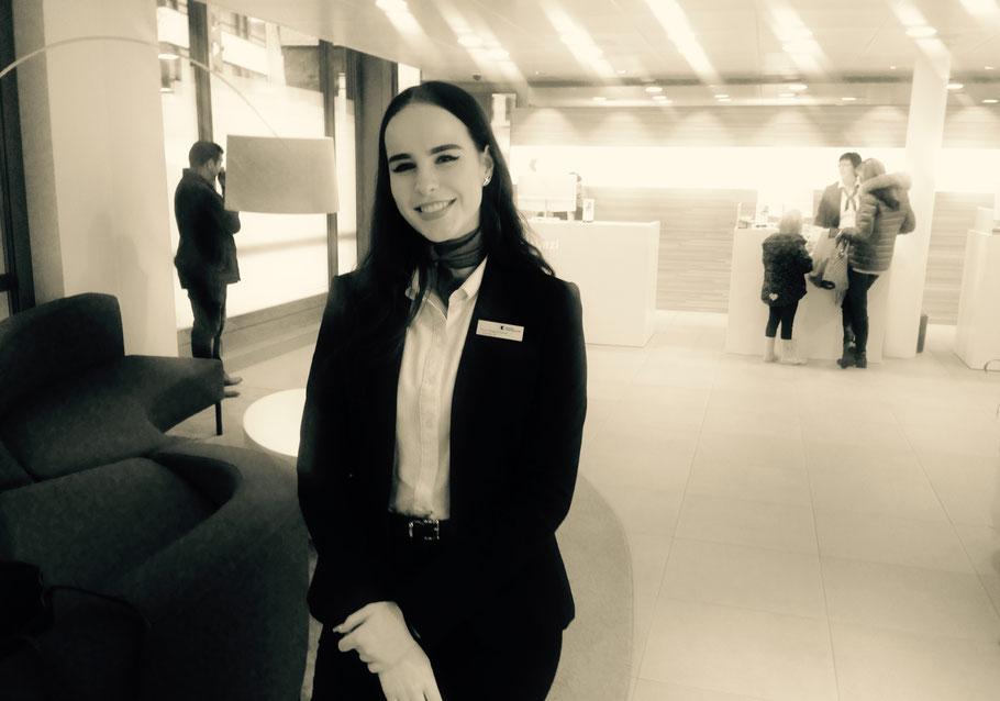 Tanja findet ihre Bank-Lehre sehr spannend und geniesst v.a. den Kundenkontakt.