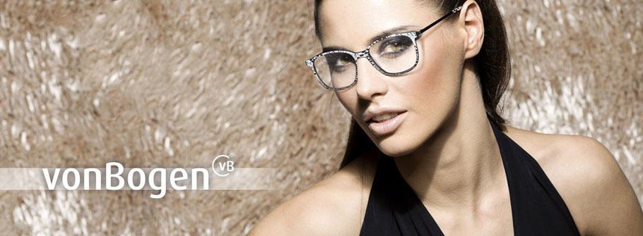 Frau mit von Bogen Brille