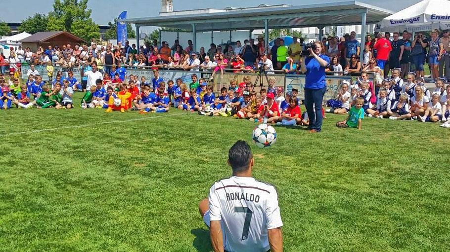 Saki / Ronaldo Fussball-Freestyle Show