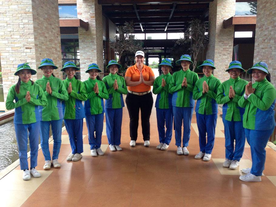 Wist je dat je in Thailand uitstekend kan golfen? Je krijgt er ook altijd een caddy bij. Maar voorlopig blijft de Friend's Tour toch nog in Nederland.