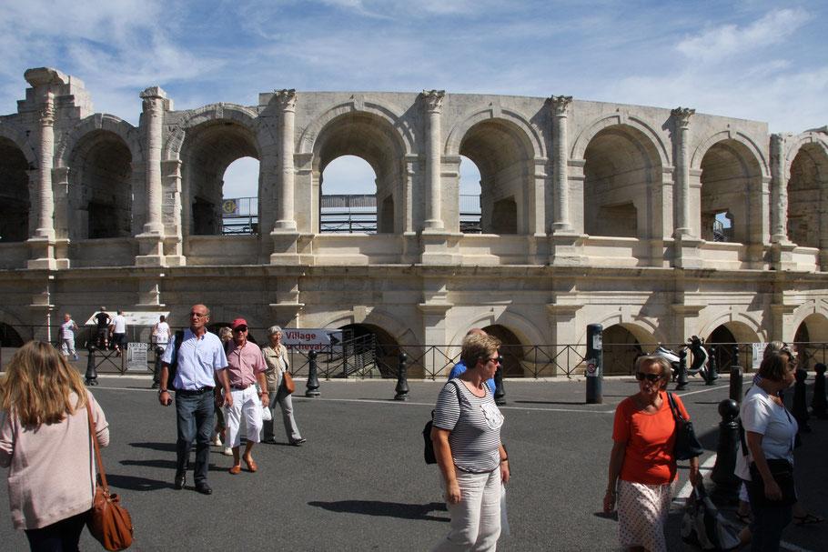 Bild: Das Amphitheater in Arles wurde um 90 nach Christus erbaut und faßte 20.000 Zuschauer