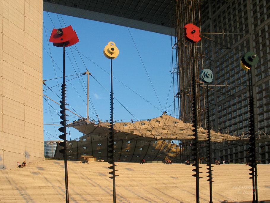 Bild: La Grand eArche im Büroviertel La Défense