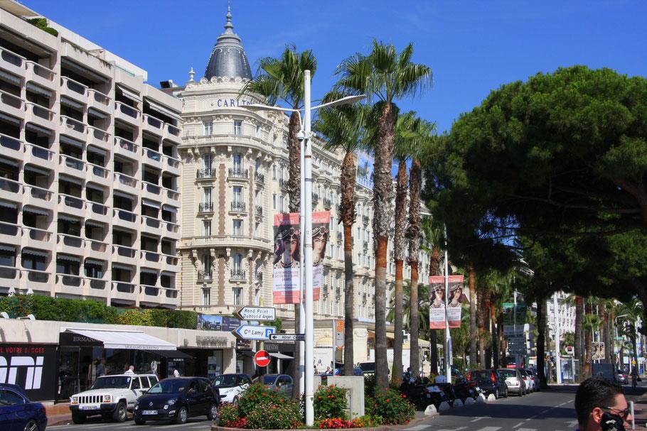 Bild: Das bekannte Hotel Carlton in Cannes am Boulevard Croisette
