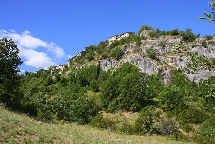 Bild: der Ort Oppedette auf dem Felsen