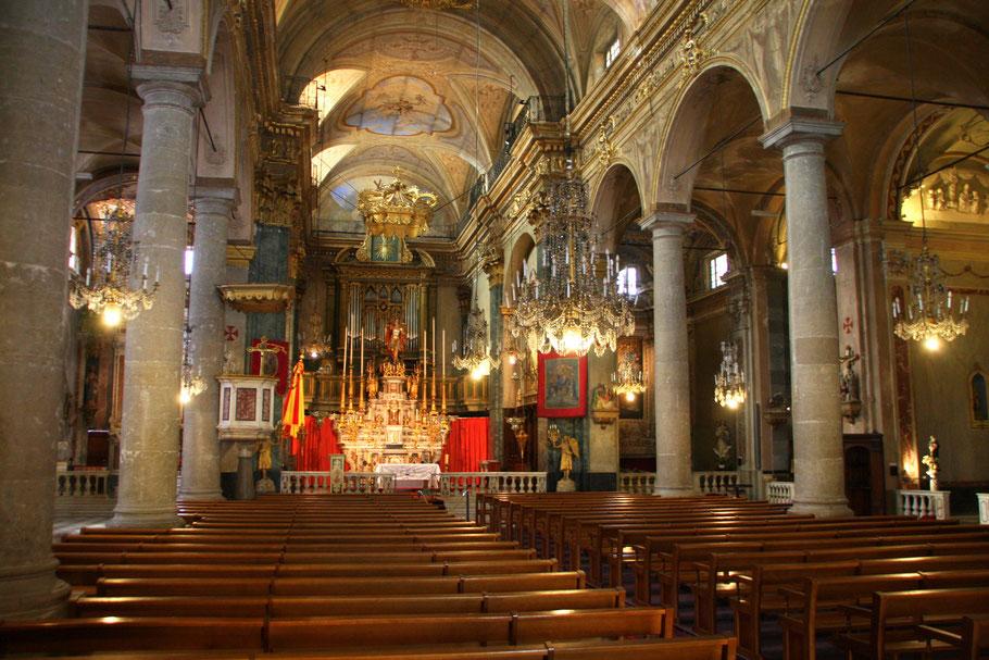 Bild: Im Innern der Basilique St.-Michel-Archange