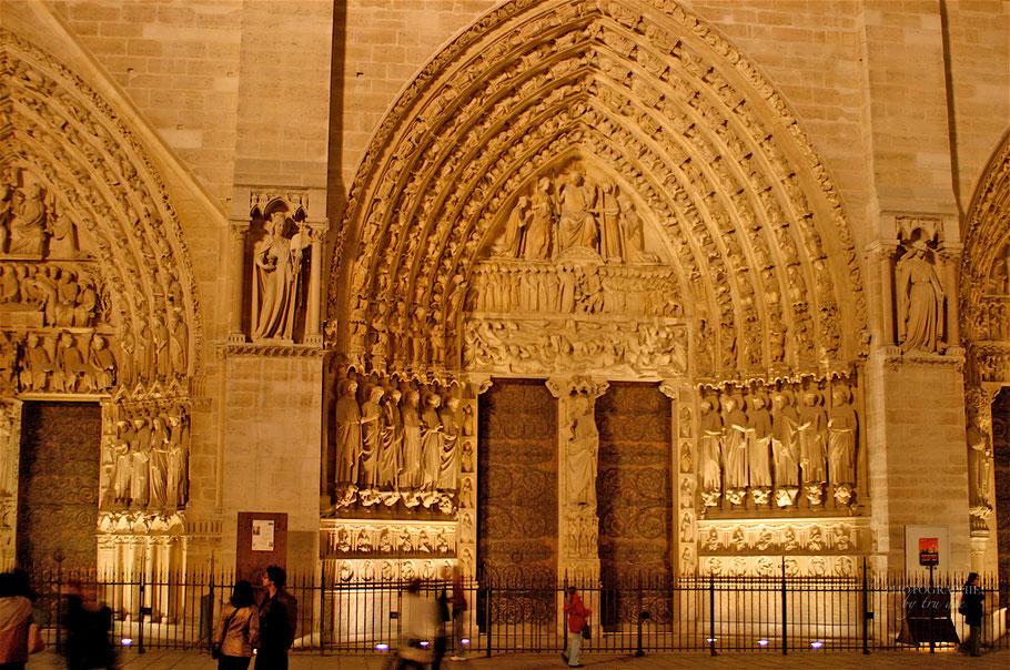 Das Portal bei Nacht
