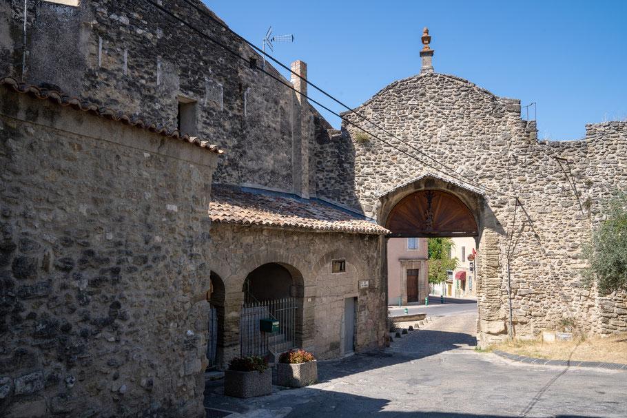 Bild: Malemort-du-Comtat im Département Vaucluse mit Portail de la République