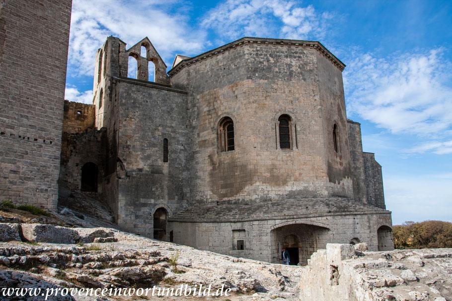 Bild: Blick auf den Chor der Kirche der Abbaye Montmajour