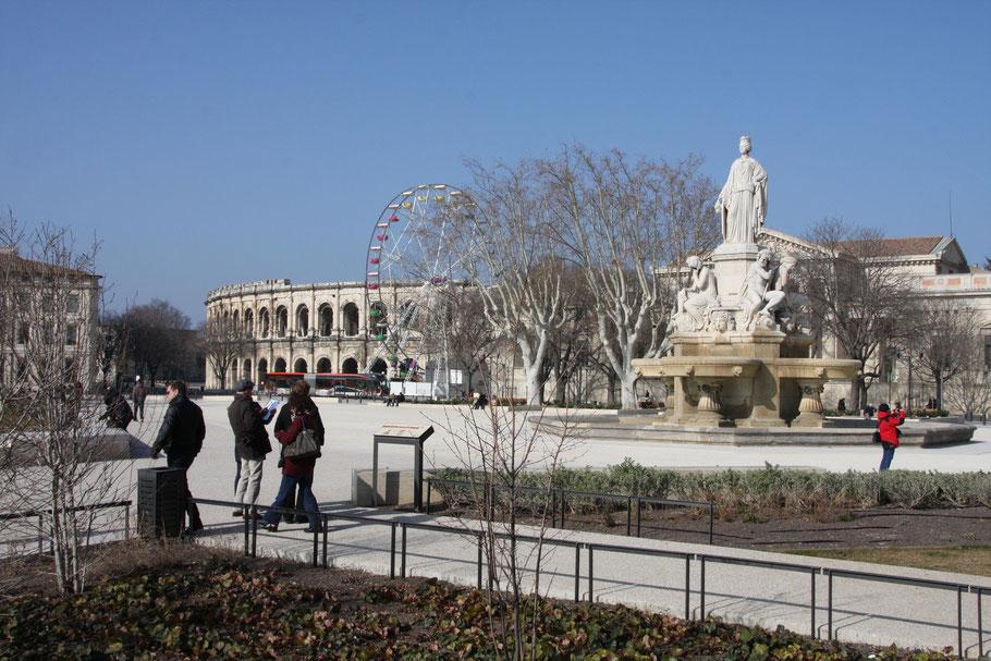 Bild: Nimes mit Arènes de Nîmes/Amphitheater in Nimes