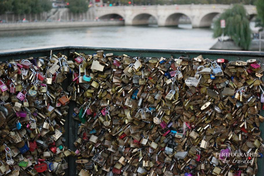 Bild: Pont de l'Archevêché in Paris