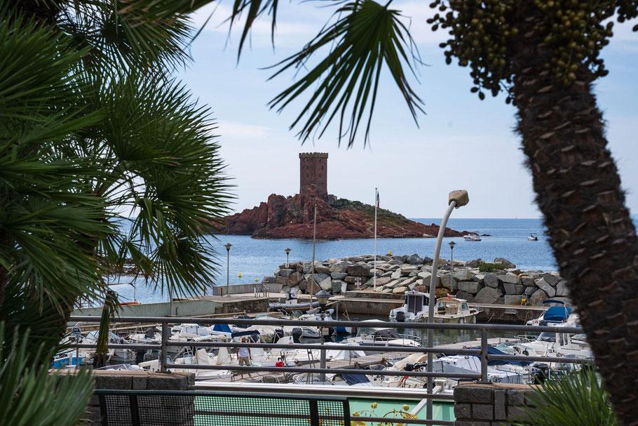 Bild: Blick vom Port du Poussai auf die Île d´Or, Saint-Raphael, Massif de l`Estérel