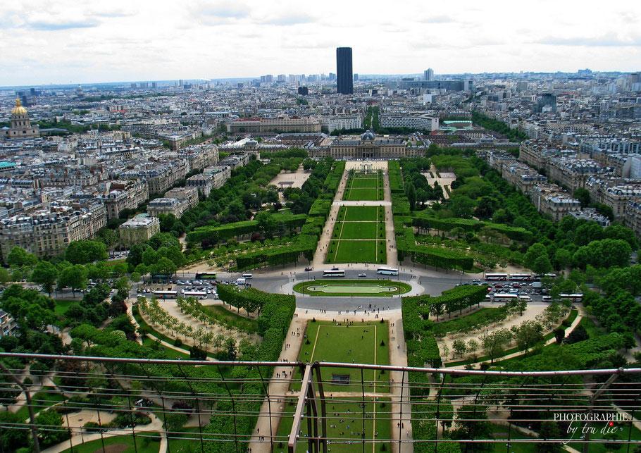 Bild: Blick vom Eiffelturm auf den Champ du Mars