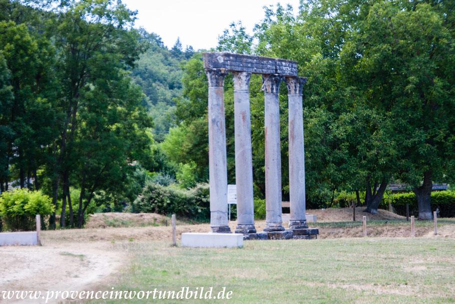 Bild: Riez, römischer Tempel, Alpes de Haut Provence