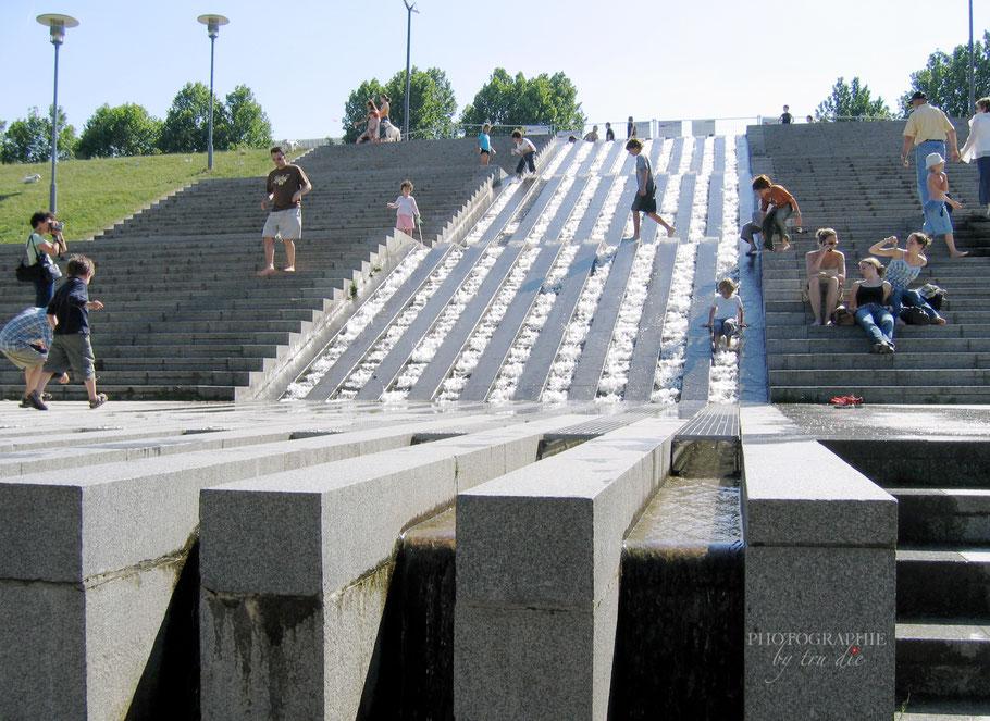 Bild: Wasserkaskade im Parc de Bercy in Paris