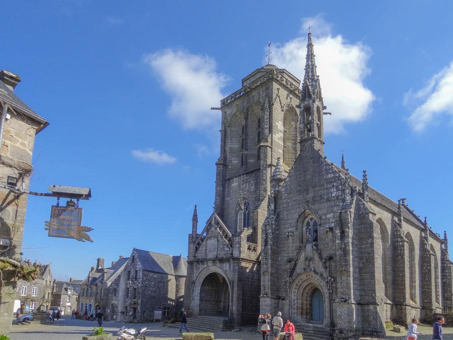 """Bild: Kirche """"Èglise Saint-Ronan"""" von Locronan in der Bretagne"""