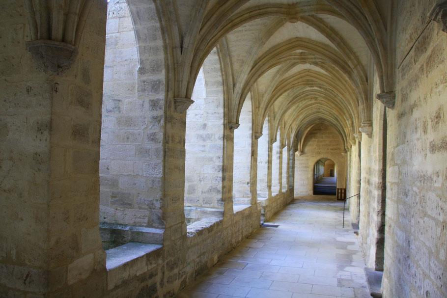 Bild: Kreuzgang der Kirche der Chartreuse Pontificale du Val de Bénédiction in Villeneuve-lés-Avignon