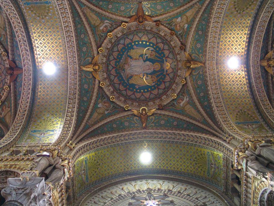 Bild: im Innern der Basilika Notre Dame de Fourvière in Lyon