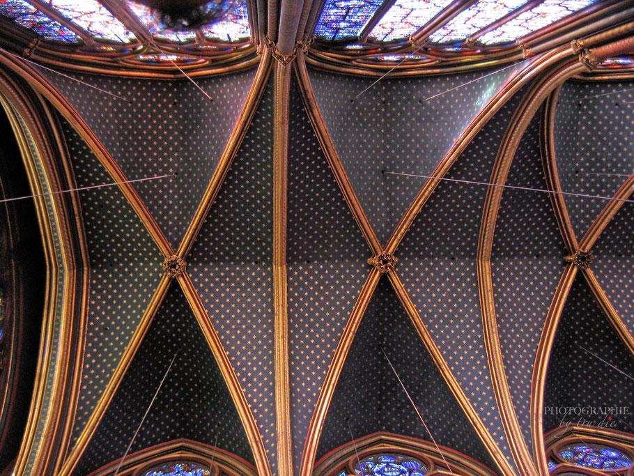Bild: Das Deckengewölbe der Sante-Chapelle in Paris