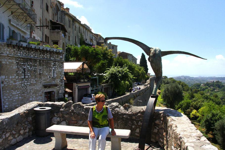 Bild: Aussichtspunkt in St.-Paul de Vence mit Denkmal